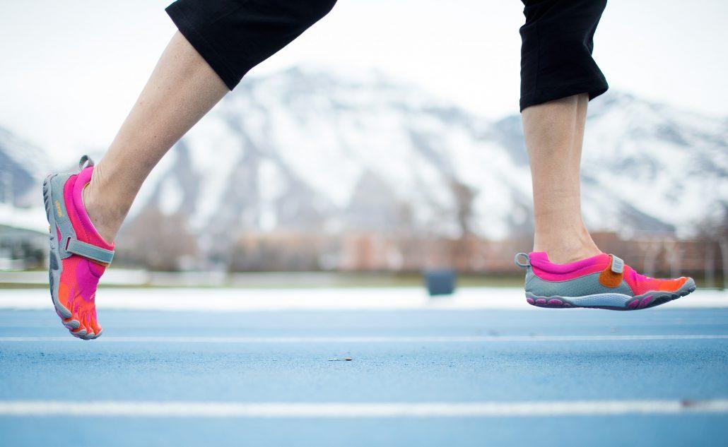 O uso de tênis minimalistas deve ser feito com cuidado, respeitando o volume de treinos e o peso do corredor