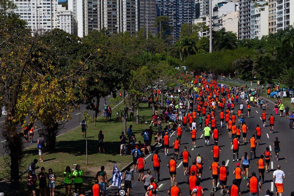 Corredores da Meia Maratona Internacional do Rio de Janeiro no último quilômetro da edição de 2018. Foto de Midia Sport