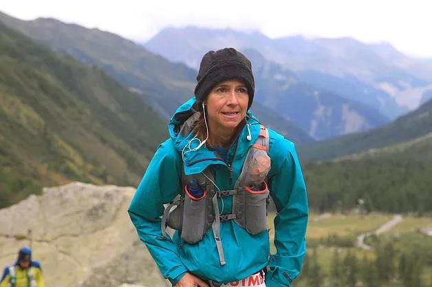 Rosália Camargo nas trilhas pelas montanhas dos Alpes