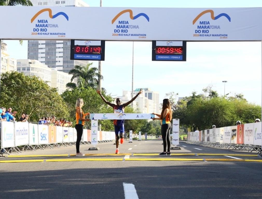 Stanley Biwott vence a Meia Maratona do Rio em sua estreia na prova. Foto de divulgação